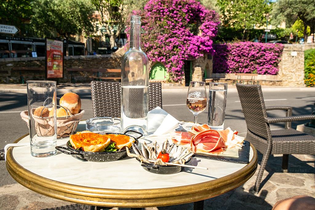 Essen wie Gott in Frankreich - ein Snack am Nachmittag tut gut nach einem Tag Sightseeing